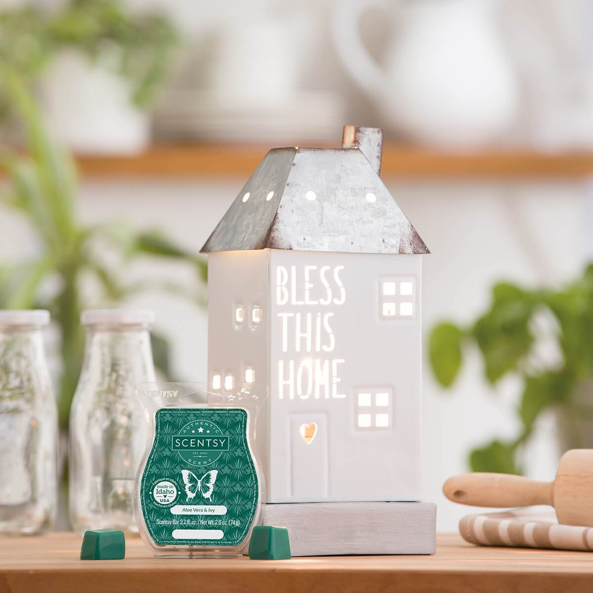SCENTSY AUGUST 2020 WARMER & SCENT OF THE MONTH – BLESS THIS HOME WARMER & ALOE VERA AND IVY