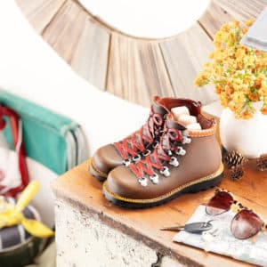 HIT THE TRAIL SCENTSY WARMER - HIKING BOOTS