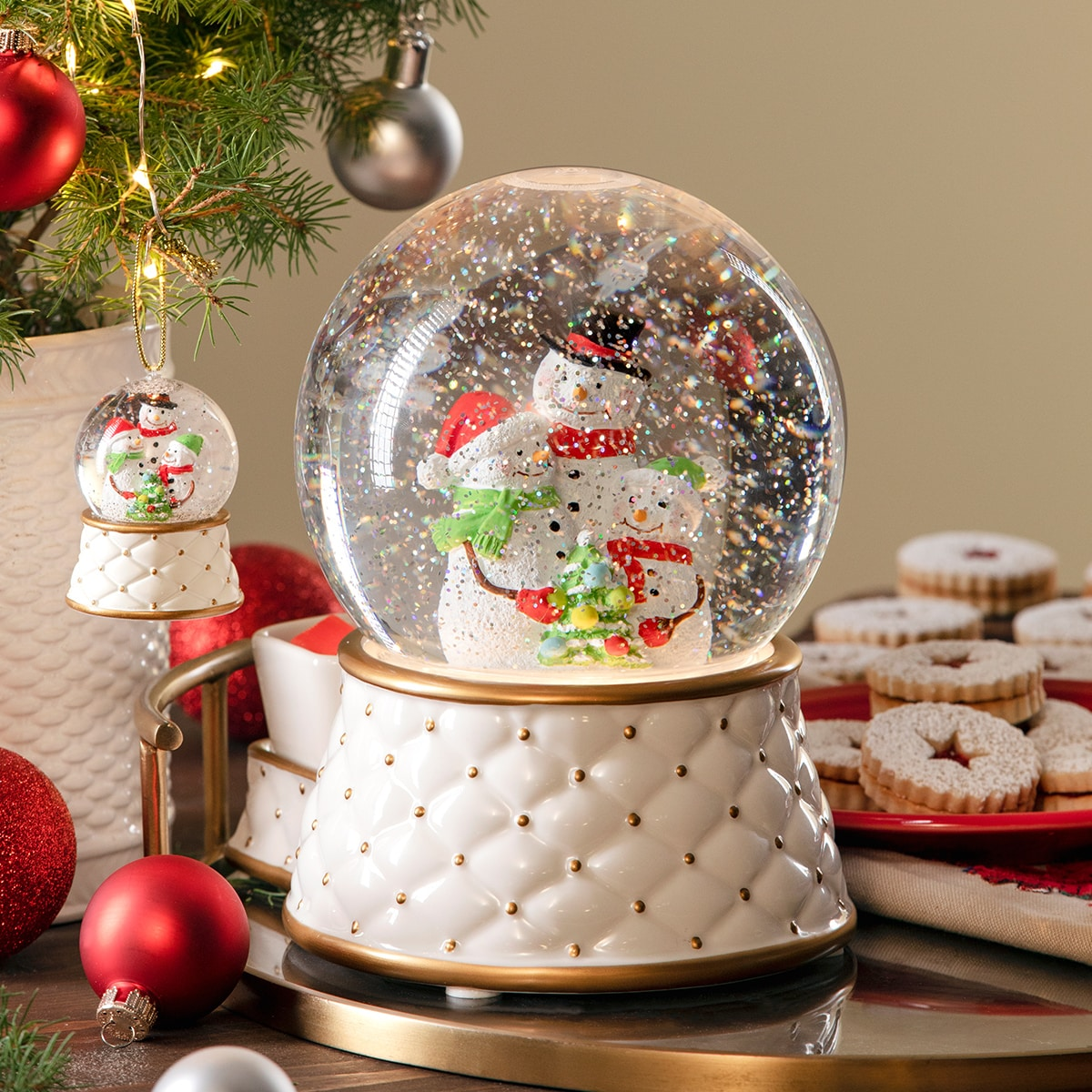 SCENTSY SNOW GLOBE LIMITED EDITION WARMER