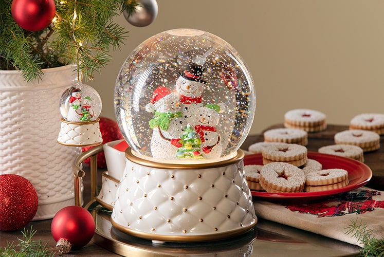SCENTSY LIMITED EDITION SNOW GLOBE WARMER