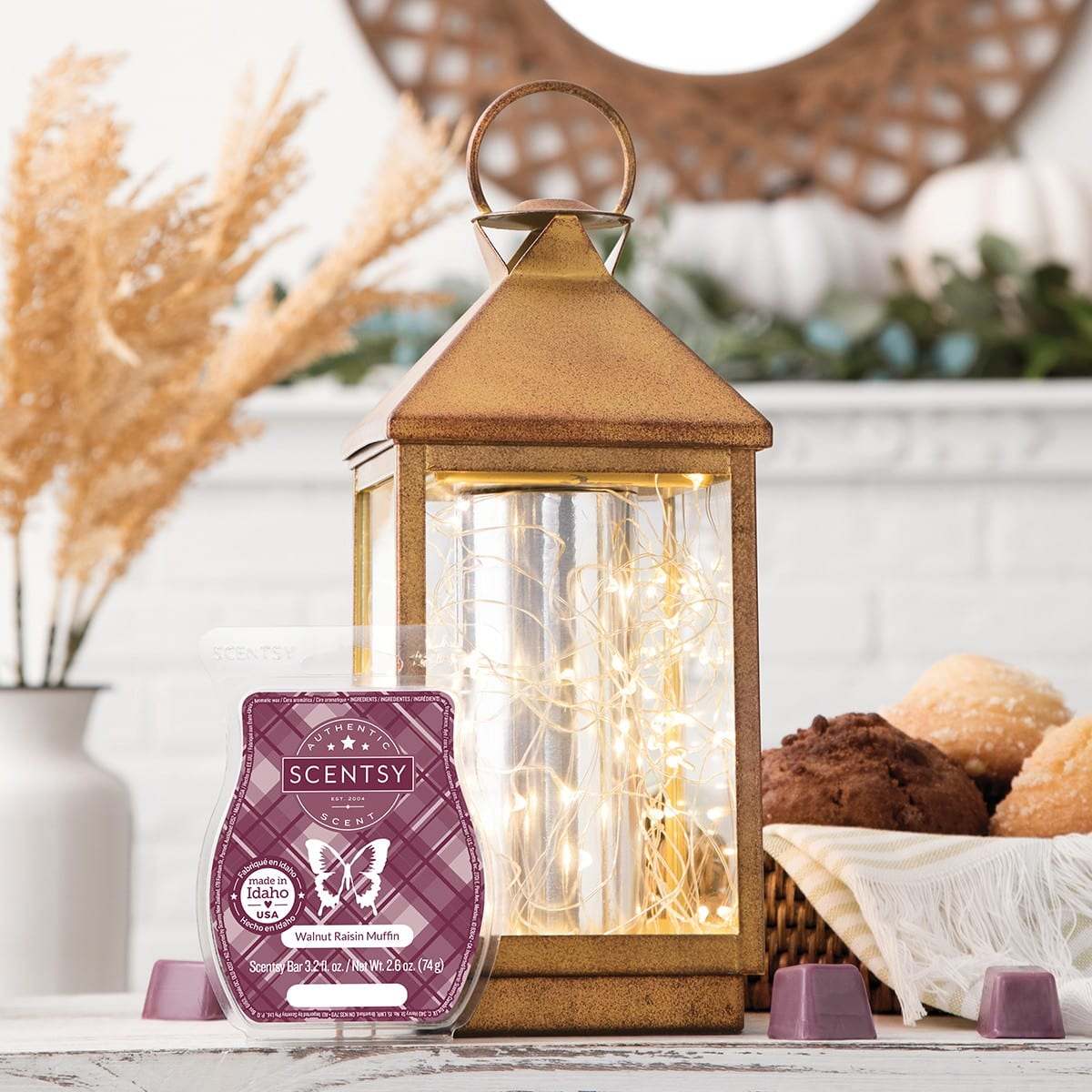 SCENTSY OCTOBER 2020 WARMER & SCENT OF THE MONTH – GLIMMER & GLOW SCENTSY WARMER & WALNUT RAISIN MUFFIN SCENTSY FRAGRANCE